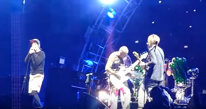 Vidéo HD du concert des Red Hot Chili Peppers au Greenfield Festival 2016