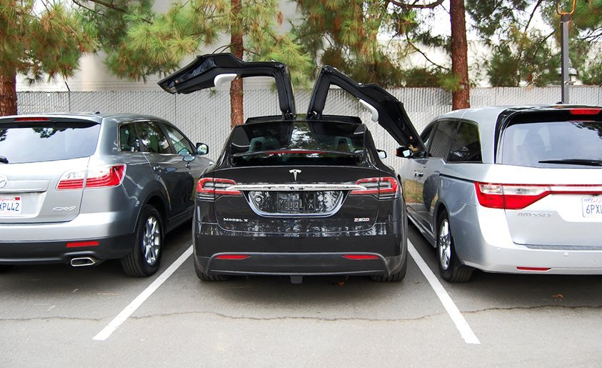 photo Tesla Model X SUV 4x4 coince porte